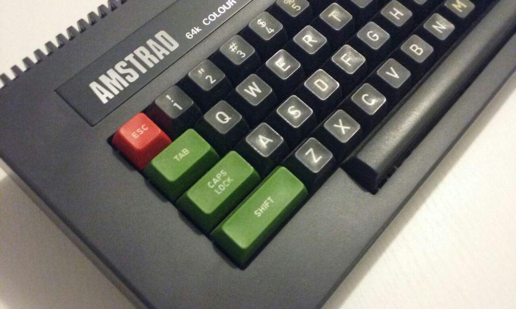 ¿Cómo es el Amstrad CPC 464 Teclas Altas? 11
