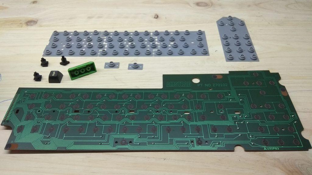 ¿Cómo es el Amstrad CPC 464 Teclas Altas? 7