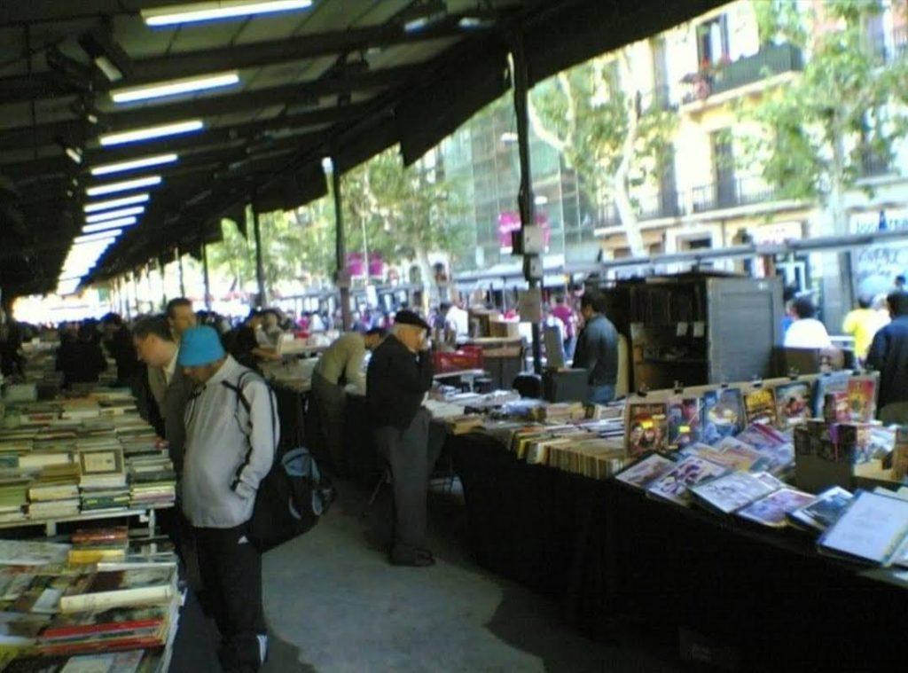 El Mercat de Sant Antoni: Una de las zonas de intercambio de libros, revistas, juegos...