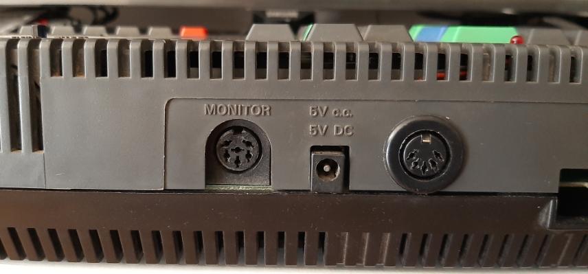 Conector DIN5 en Amstrad CPC 464